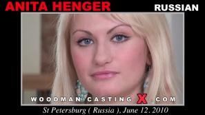 Descargar Anita Henger archivos de vídeo de fundición.  Pierre Woodman desnudarse Henger Anita, una chica rusa.